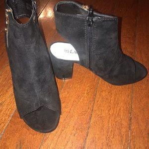 Shoes - Black zip up booties